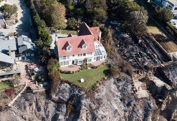 Kaliforniya'daki yangında evleri etkilenmeyen ünlüler