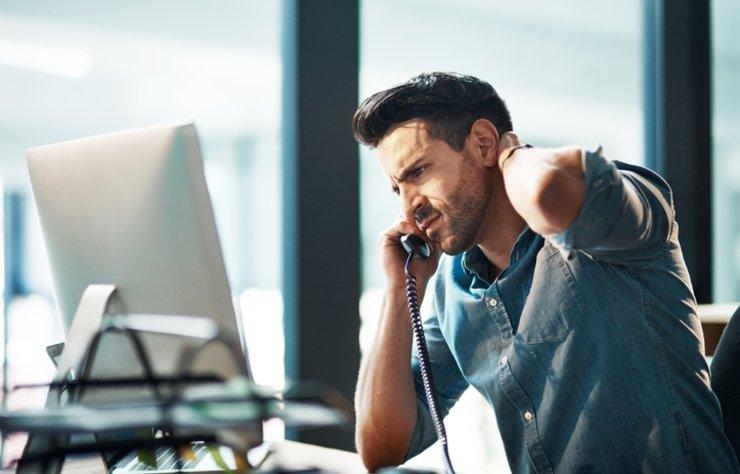 Özellikle masa başı çalışanların sıkça rastladığı boyun ağrısı günlük yaşantıyı olumsuz yönde etkiliyor. Önlem alınmadığında boyun ağrısı ilerleyerek daha büyük rahatsızlıklara da yol açabilir. İşte boyun ağrısı için önerilerimiz…