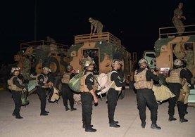 Kuzey Irak'ta oylar sayılırken zırhlı midibüslerle sınıra geldiler