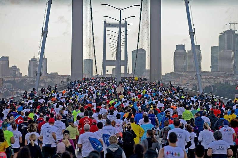 People participating in the 38th Vodafone Istanbul Marathon on the July 15 Martyrs Bridge (formerly known as the Bosporus Bridge), October 13, 2016 (IHA Photo)