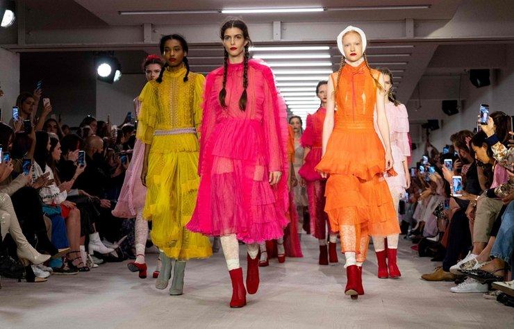 Bora Aksu İlkbahar/Yaz 2020 koleksiyonu Londra Moda Haftası'nın ilk gününde tanıtıldı.