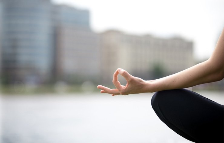 Stres olmanızın sebebi ortadan kalkmadığı sürece, vücudunuz kortizol ve diğer stres hormonlarını üretmeye devam eder. İşte bunu ortadan kaldıracak yoga hareketleri...