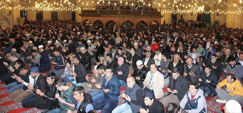 MUSLIMS OBSERVING HOLY NIGHT OF RAGHAIB