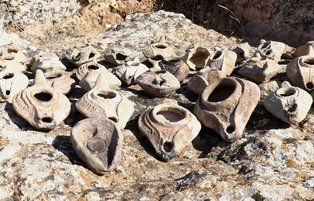 Ancient Roman-era oil lamps unearthed in Diyarbakır excavations