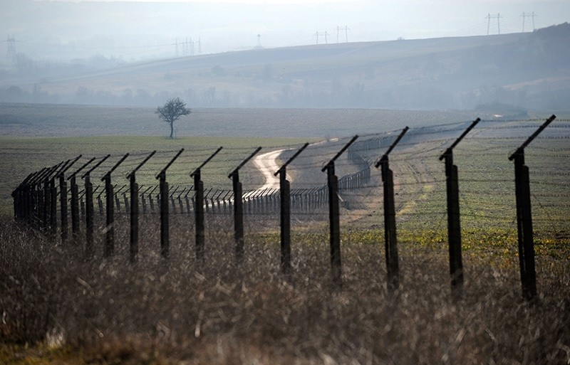 This file photo taken on February 11, 2011 shows a barbed wire fence near the Kapitan Andreevo border crossing point between Bulgaria and Turkey. (AFP Photo)