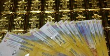 Gold hits record high amid US-China tensions, Covid-19 pandemic