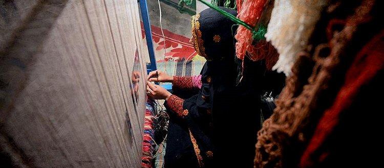 İranlı kadınlar el dokuma halısını yaşatma mücadelesi veriyor