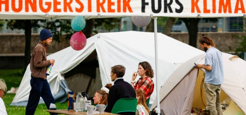 GREENPEACE CALLS FOR END TO BERLIN CLIMATE HUNGER STRIKE