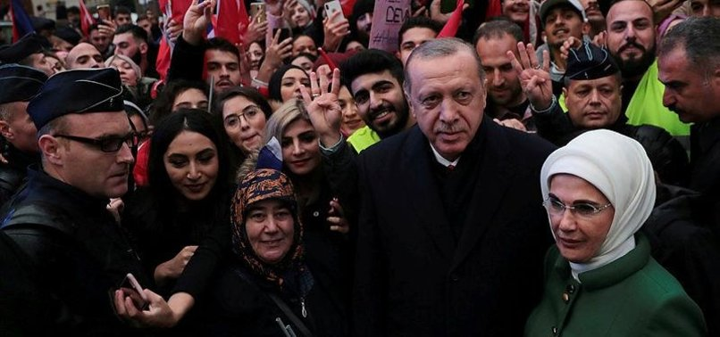 TURKS WELCOME PRESIDENT ERDOĞAN IN FRENCH CAPITAL PARIS