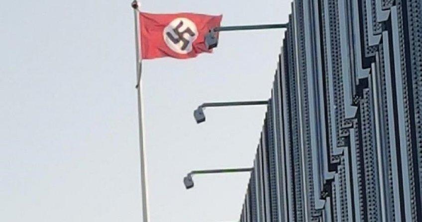 Hitlerin doğum gününde İsveçte Nazi bayrağı dalgalandı