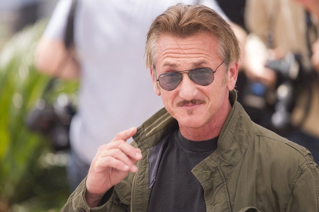 SEAN PENN VE THE FİRST'E MERHABA