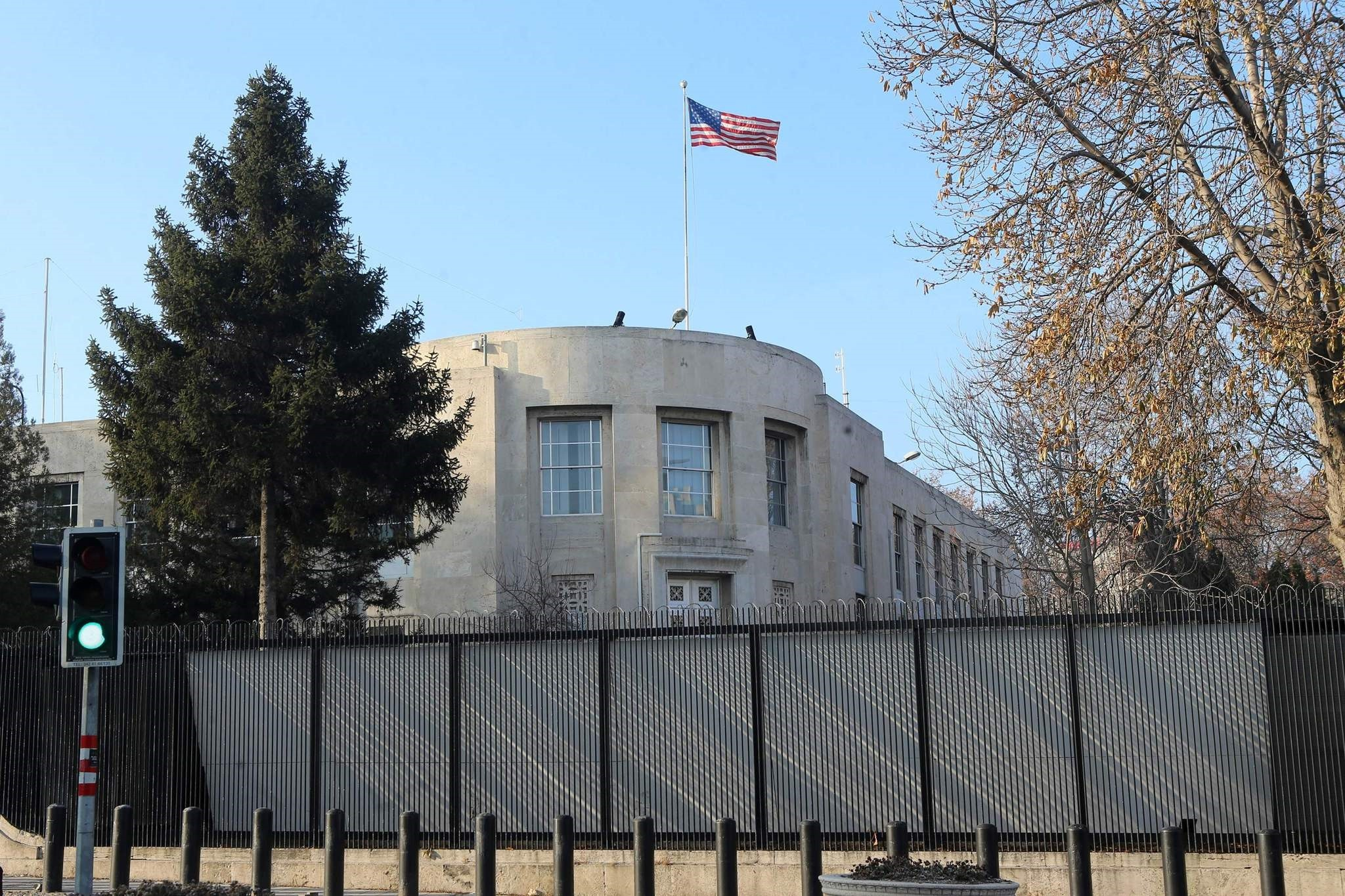 A picture taken on December 20, 2016 shows the US Embassy in Ankara, closed for the day after a shooting incident overnight. (AFP Photo)