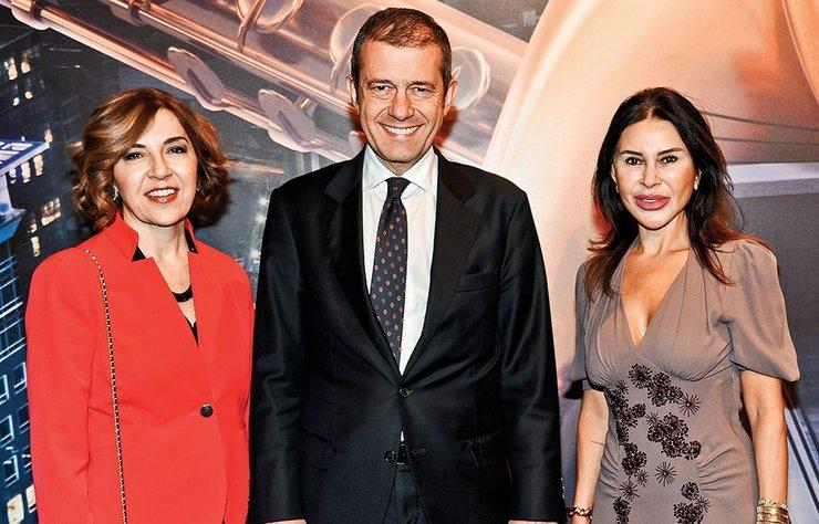 Türkiye'nin en uzun soluklu festivallerinden 27. Akbank Caz festivali, ünlü vokal Vanessa Rubin'in sahne aldığı özel bir davetle başladı.