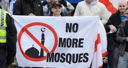 شهدت الولايات المتحدة الأمريكية في عام 2016، ارتفاع أحداث العنف والقتل في عدد من المدن الكبيرة، فيما زادت جرائم الكراهية خاصة ضد المسلمين والتي وصلت نسبتها وحدها إلى 67%.  وبحسب مركز