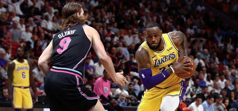 d871355ad187 LeBron James scores 51 points