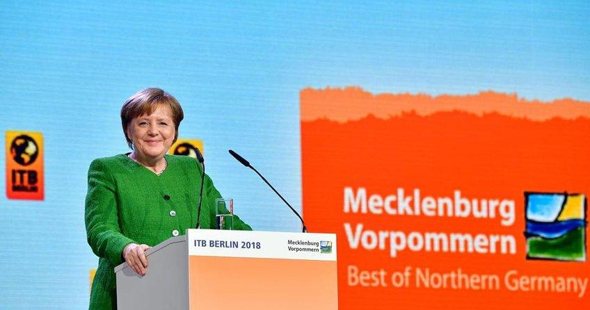 Merkel Marş'ta değişikliğe karşı