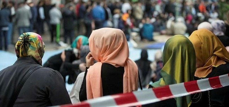 AUSTRIAN MP WEARS HEADSCARF TO PROTEST BAN
