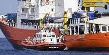 Panama revokes registration of migrant rescue ship