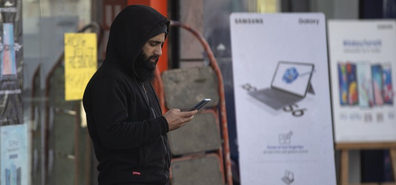 1.4M PEOPLE GIVE UP PHONES IN INDIAN KASHMIR