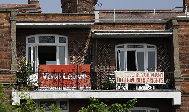 Banners of opposing views on Britain's so-called Brexit referendum on EU membership are displayed on the balconies of two neighbouring flats in the Gospel Oak area of north London, Friday, May 27, 2016 (AP Photo)