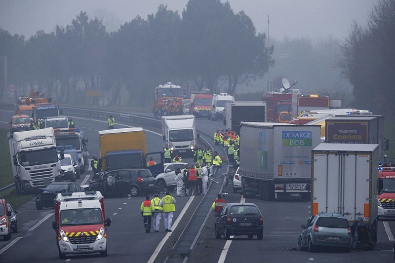 French rescue services work at the scene of an accident involving forty vehicles which crashed due to fog on the road between La Roche-sur-Yon and Sables-d'Olonne, France on 20 Dec. 2016. (Reuters Photo)