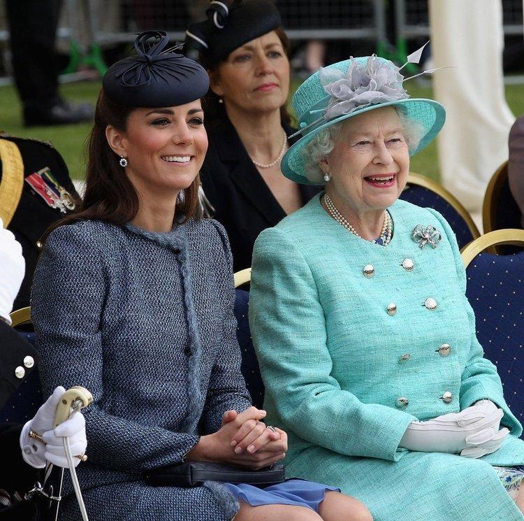 Kate Middleton Kraliçe'nin görevini üstlendi