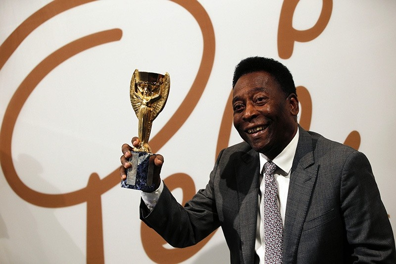 Former Brazilian footballer Pele holds a replica Jules Rimet trophy during an media interview at a preview for an auction of his memorabilia in London on June 1, 2016. (AFP Photo)