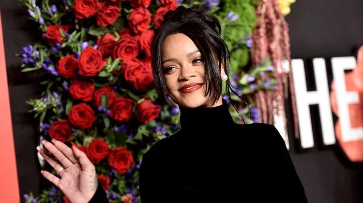 Rihanna Diamond Ball'un 5.'sini düzenledi