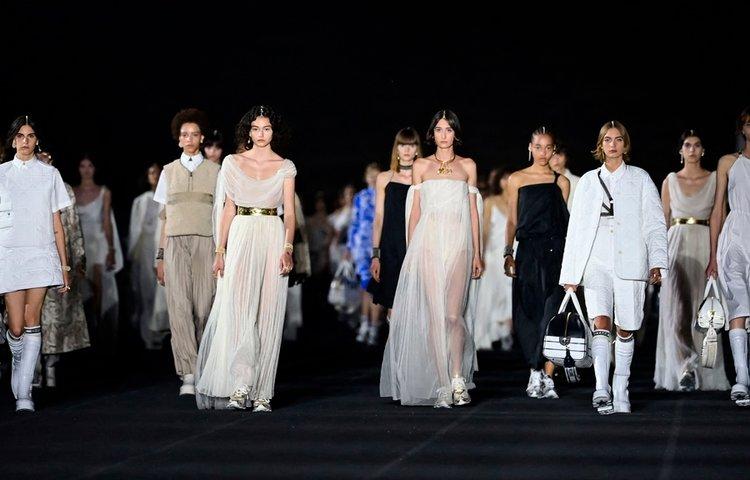 Dior Cruise 2022 Antik Yunan'dan İlham Aldı
