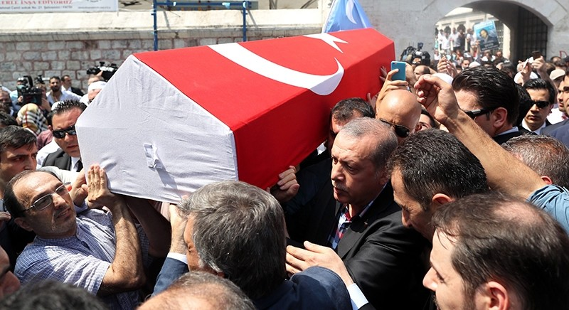 President Recep Tayyip Erdou011fan carries the coffin of Ilhan Varank, brother of Erdou011fan's advisor, along with the people. (EPA Photo)