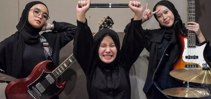 INDONESIAS HIJAB HEADBANGERS TRADE VILLAGE LIFE FOR METAL HEAVEN