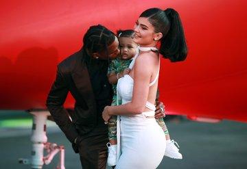 Travis Scott belgeseli kırmızı halısında: Kylie Jenner ve Stormi
