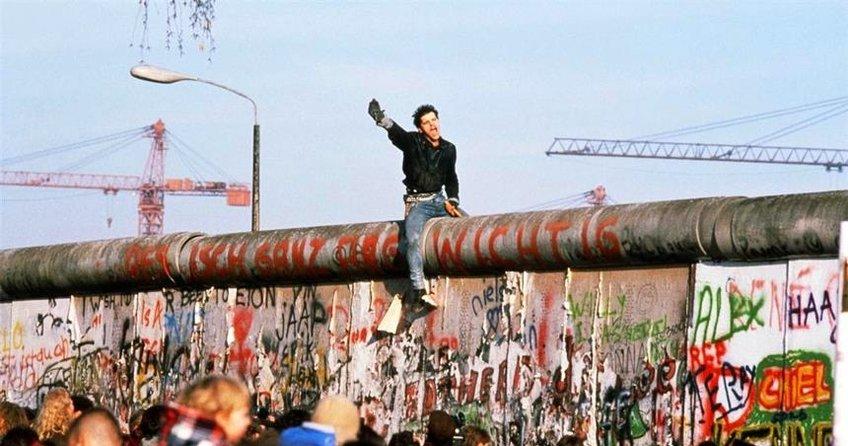 Berlin Duvarı yıkılalı 27 yıl oldu