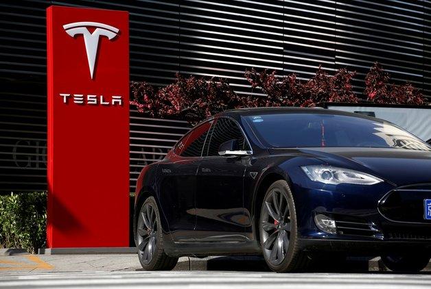 Zirvede olan Tesla geriye düşecek