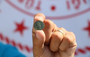 1,800-year coin showing Paris of Troy unearthed in Turkey's Çanakkale