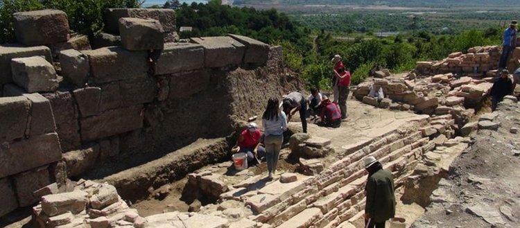 Tieion Antik Kenti'ndeki su sarnıcı gün yüzüne çıkarılıyor