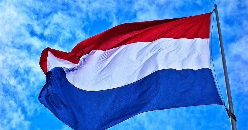 Hollandada sağ ve sol çatışması giderek tırmanıyor