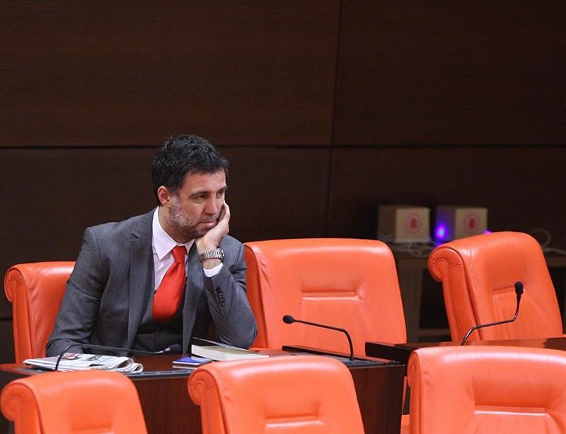 Hakan u015eu00fcku00fcr sitting on his own at Turkey's Parliament during a general assembly meeting on Feb 18, 2015, Ankara (Photo: Sabah / Ali Ekeyu0131lmaz)
