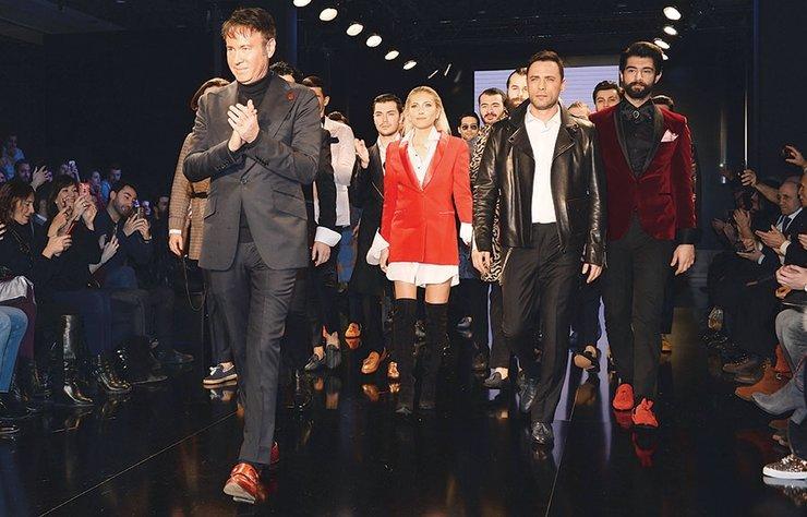 Ünlü erkek modacısı Ferruh Karakaşlı'nın Lütfi Kırdar Kongre Merkezi'nde düzenlediği defileye ünlü isimler katıldı.