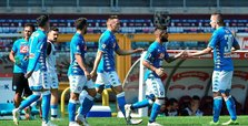 Insigne double as Napoli join Juventus on top of Serie A