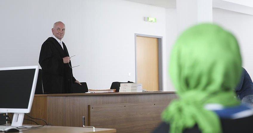 Almanyadan skandal karar! Başörtülü öğretmene ret