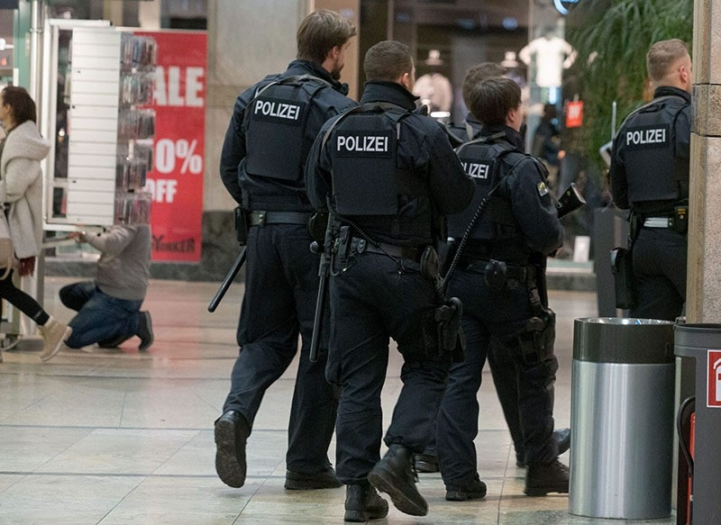 A unit of police officers is seen during a security operation in the shopping center Centro in Oberhausen, Germany, 22 December 2016. (EPA Photo)