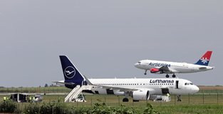 Lufthansa plane evacuated over bomb threat in Belgrade