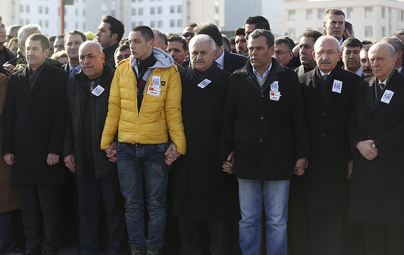 PM Yu0131ldu0131ru0131m, CHP Chair Ku0131lu0131u00e7darou011flu (2ndR) and MHP Chair Bahu00e7eli (3ndR) join hands with the father and other relatives of Yunus Emre Duran, the 21-year-old soldier who was killed in Saturday's attack in Kayseri, in Ankara, Dec. 18, 2016. (AA Photo)