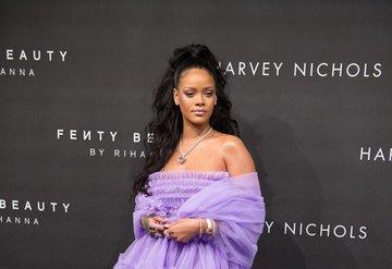 Rihanna, Fenty Skini piyasaya sürüyor