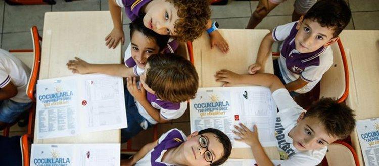 1 milyonu aşkın öğretmen öğrencilere yön veriyor