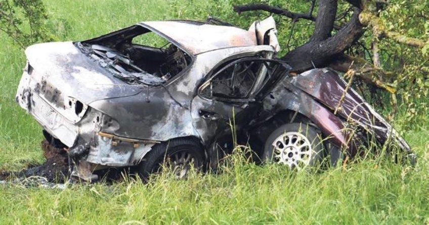 Genç sürücü yanarak can verdi