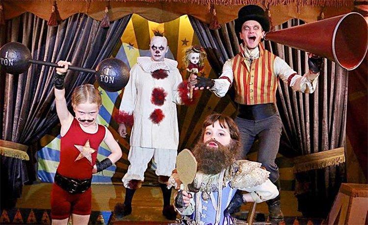 Ünlülerin çocukları ile takım giyindikleri Cadılar Bayramı kostümleri