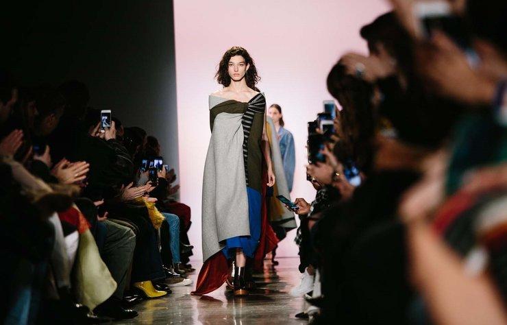 Estaban Cortazar 2018 Sonbahar tasarımları New York Moda Haftası'nda görücüye çıktı.
