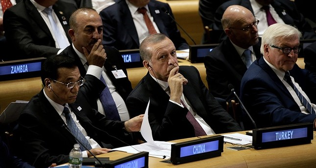 (L-R) Chinese PM Li Keqiang, President Recep Tayyip Erdoğan and the German FM Frank-Walter Steinmeier attend a Leaders Summit for Refugees during the 71st session of the United Nations General Assembly, in New York, US, Sept. 20, 2016. (EPA Photo)